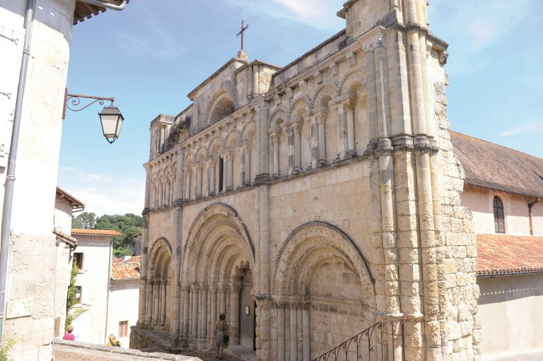Camping La Dordogne Verte : Aubeterre Sur Dronne Portail Eglise Saint Jean