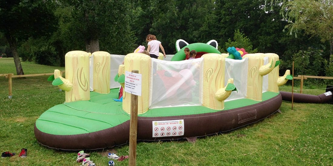 Camping La Dordogne Verte : Jeux Gonflables Grenouille