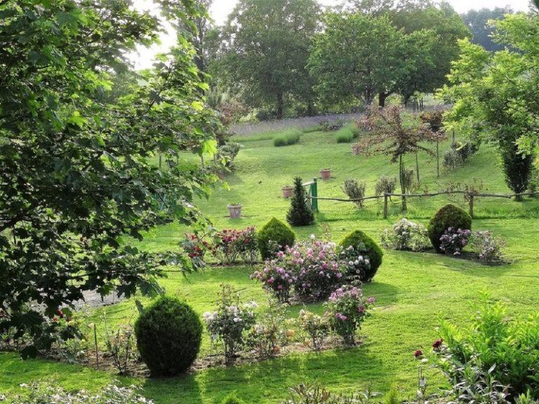 Camping La Dordogne Verte : Les Jardins Du Coq
