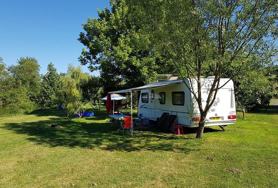 Camping La Dordogne Verte : Photo Emplacement